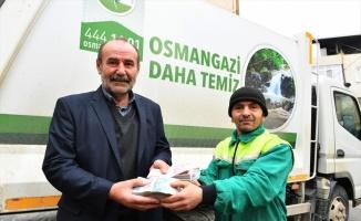 Bursa'da temizlik işçisinin çöp diye aldığı poşetten 119 bin lira çıktı