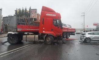Çayırova'da tır 5 otomobile çarptı: 1 ölü, 5 yaralı
