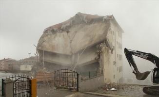 Çerkezköy'de depreme dayanıksız okulların yıkımı sürüyor