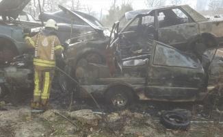 Esenyurt'ta hurda araçta çıkan yangın söndürüldü