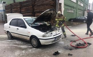 İnegöl'de seyir halindeki otomobilde yangın