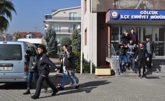 Kocaeli'deki fuhuş operasyonunda yakalanan 5 şüpheliden 2'si tutuklandı