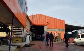 Kocaeli'de fabrikanın çatısından düşen boyacı hayatını kaybetti