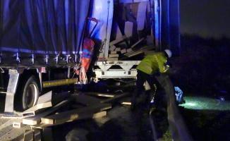 Lastiği patlayan araca yardım edenlere kamyonet çarptı: 1 ölü, 4 yaralı
