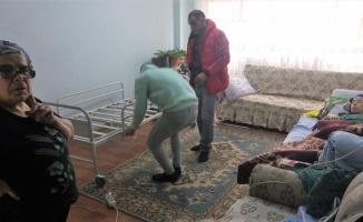 Manyas'ta ihtiyaç sahiplerine otomatik hasta yatağı yardımı