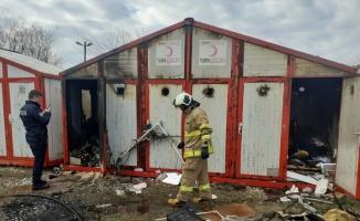 Manyas'ta kimsesizlere tahsis edilen konteyner yandı