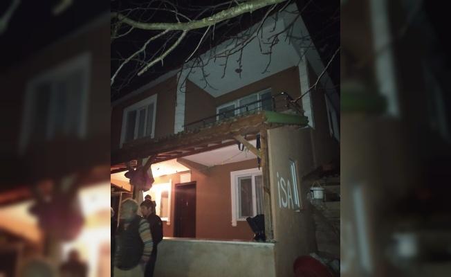 Sakarya'da heyelan nedeniyle bir bina tahliye edildi