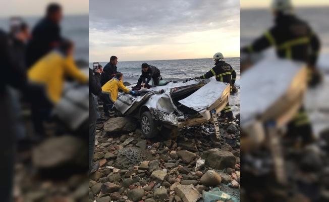 Uçuruma devrilen otomobilin sürücüsü öldü