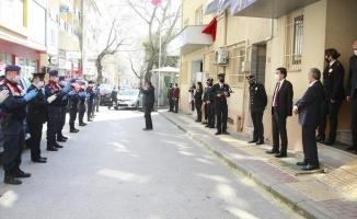Jandarma'dan polise alkışlı kutlama