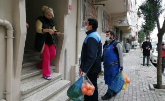 Pazar yerlerine ulaşamayan vatandaşlar için evlere servis hizmeti başladı