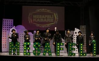 Kocaeli'de açık havada sosyal mesafelitiyatro oyunu sahnelendi