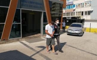 Kocaeli'de kendilerini savcı ve polis olarak tanıtarak dolandırıcılık yapan 2 şüpheli tutuklandı