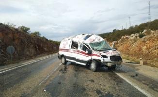 Devrilen ambulanstaki 2 görevli yaralandı
