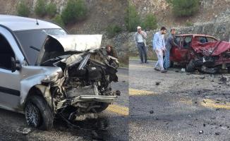 Otomobil ile hafif ticari araç çarpıştı: 1 ölü, 3 yaralı