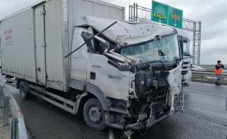 Hafriyat kamyonu ile yük kamyonu çarpıştı
