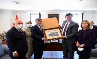 Ahmet Davutoğlu, Fethiye Belediye Başkanı Karaca'yı ziyaret etti