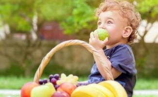 Bebeklerin meyve porsiyonlarında aşırıya kaçmayın!