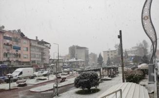 Balıkesir'in Dursunbey ilçesinde kar yağışı etkili oldu