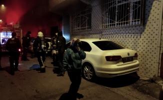Bursa'da apartmanda çıkan yangında 8 kişi dumandan etkilendi