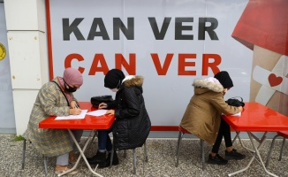 Edirne'de öğrenim gören 70 yabancı öğrenci kan bağışında bulundu