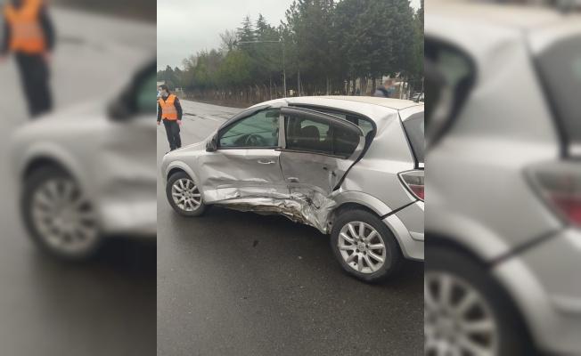 Kırklareli'nde iki otomobil çarpıştı: 3 yaralı