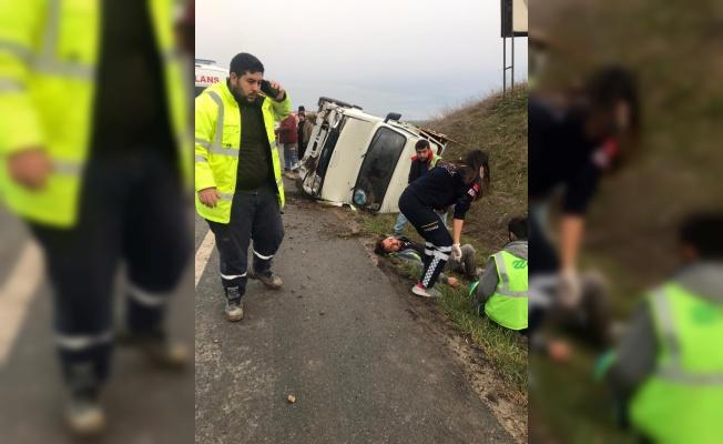 Kırklareli'nde kamyonet şarampole devrildi: 5 yaralı