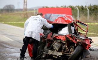 Kırklareli'nde otomobil ile kamyon çarpıştı: 2 ölü