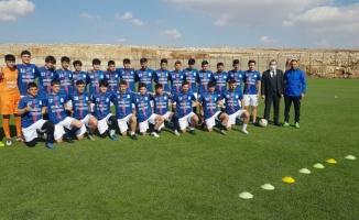 Mardin'de futbolu özleyen gençler antrenmanlara koştu