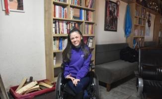 Serebral palsi hastası Canan,