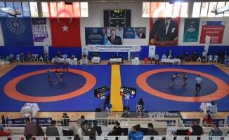 15 Yaş Altı ve Yıldız Kızlar Güreş Milli Takımı seçmeleri Çorlu'da başladı