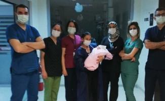 770 gram doğan Aydınlı bebek 2,4 kg ile taburcu oldu
