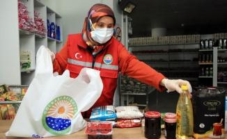 Ankara Gölbaşı'da yemek ve koliler sahiplerine ulaştırılıyor