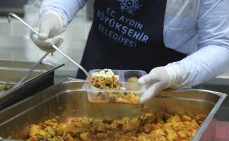 Aydın Büyükşehir'den 25 bin vatandaşa sıcak yemek