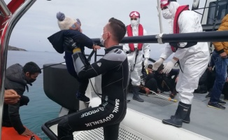 Ayvalık'taki Güneş Adası'nda mahsur kalan 48 sığınmacı kurtarıldı