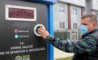Edirne'de sokaklara yerleştirilen otomatlardan plastik ve cam atık karşılığında hayvanlara mama alınabilecek