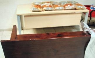 Kapıkule'den Türkiye'ye giriş yapan otobüste sehpaya gizlenmiş 5 kilo 568 gram esrar ele geçirildi