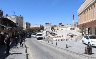 Mardin'de cadde ve sokaklar boş kaldı.