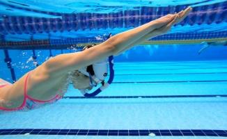 Su korkusunu yenmek için başladığı yüzmede dünya şampiyonluğunu hedefliyor