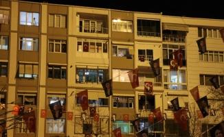 Trakya'da vatandaşlar 23 Nisan'ı balkonlardan İstiklal Marşı okuyarak kutladı