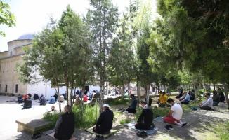 Trakya'da vatandaşlar ikametlerine en yakın camide cuma namazlarını kıldı