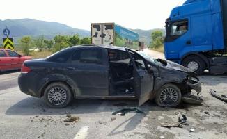 Bursa'da sağanak nedeniyle devrilen otomobile cip çarptı: 3 yaralı
