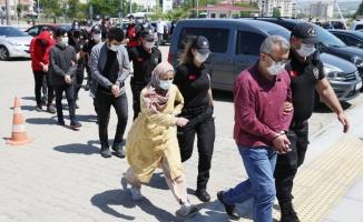 Çanakkale merkezli 14 ildeki FETÖ operasyonunda yakalanan zanlılardan 30'u adliyeye sevk edildi