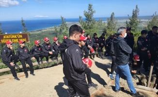 Çanakkale'de kamp yapan Yıldız Grekoromen Güreş Milli Takımı, şehitlikleri ziyaret etti