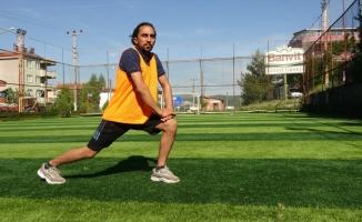 Çanakkale'de yaşayan Afganistanlı genç futbol hakemi mesleğini Türkiye'de sürdürmek istiyor