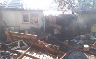 Kırklareli'nde çıkan yangında ev ve ağıl kullanılamaz hale geldi