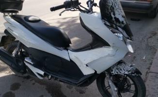 Kocaeli'de hafif ticari araçla çarpışan motosikletin sürücüsü yaralandı