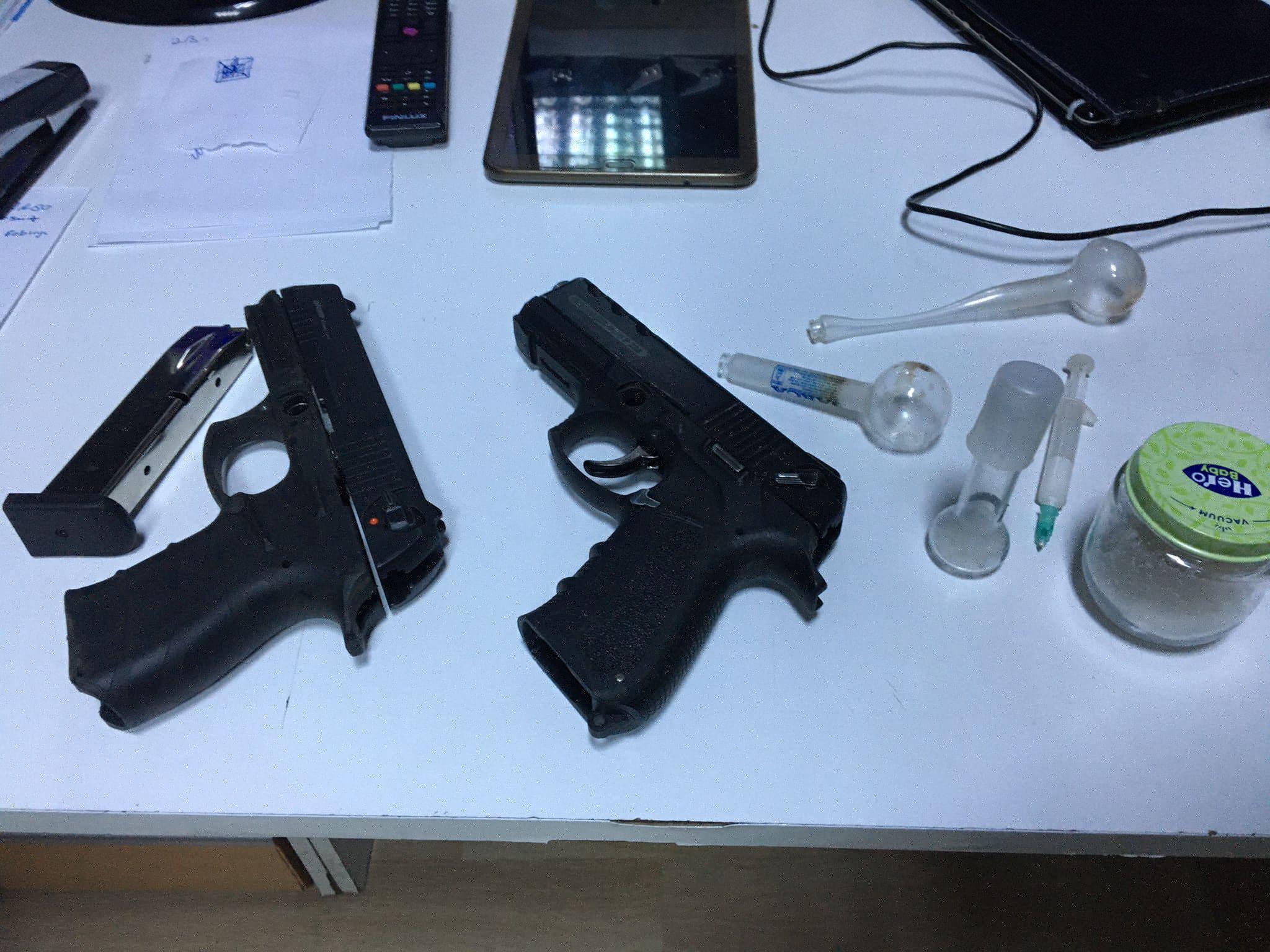Kocaeli'de şüphe üzerine durdurulan otomobilde ruhsatsız tabanca ve 14,7 gram metamfetamin ele geçirildi