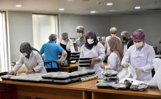 Osmangazi Belediyesi ramazanda günlük 2 bin 500 kişiye sıcak yemek dağıtıyor