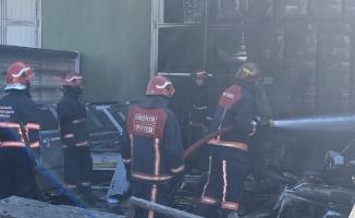 Sakarya'da kuru gıda deposundaki yangın hasara neden oldu