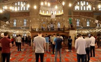 Trakya'da vatandaşlar cuma namazını ikametlerine en yakın camilerde kıldı